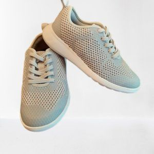 Clarks Brand Kids Sneakers - NWT - Size 10.5 M